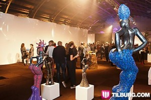 312390_fullimage_20121108_CHF_Biennale_Opening_0050_565x375